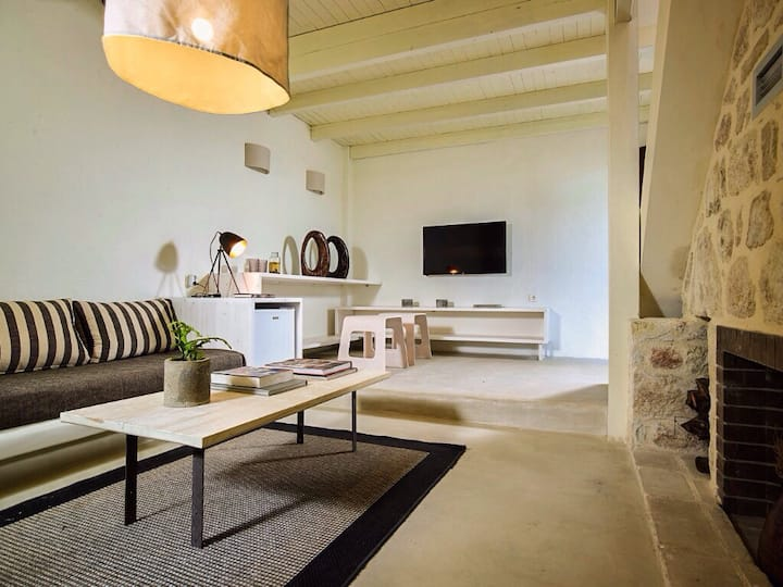 Grant Maisonette with fire place #2 IridaChic