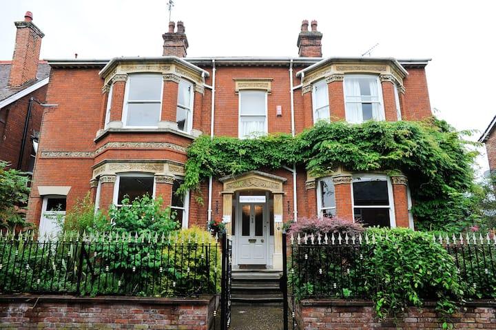 Spacious Victorian House  Central Bury St Edmunds