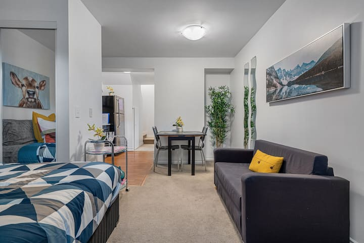 Central Beltline Suite near 17th ave +Parking
