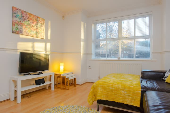 Contemporary 1BD flat in Camberwell