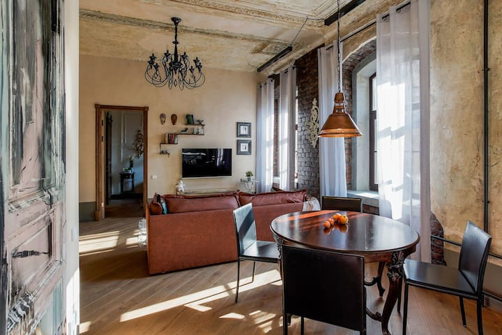 Luxurious art historic apartment, the very centre