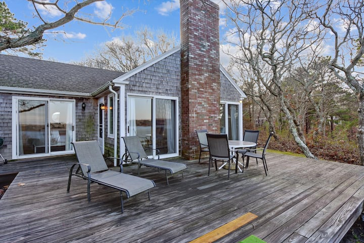 Private Beach Waterfront Oak-Bluffs Family Cottage