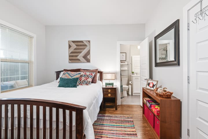 This bedroom connects directly to the 2nd bathroom for easy access.
