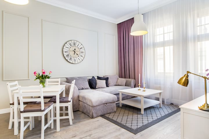 Old Town Apartments (m. 13)