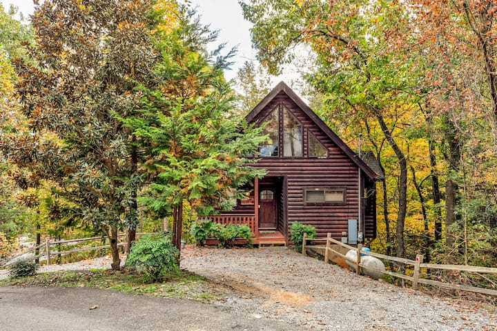 ✯NEW Listing Woodland Cabin, hot tub+pool table