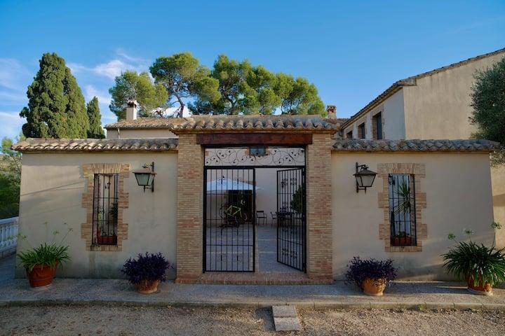 Casa rural del siglo XVIII - Cama y Desayuno