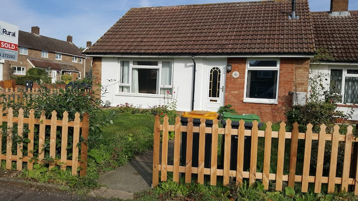 2 Bed Bungalow  Bedford FREE ON  ROAD PARKING