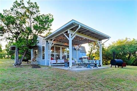 De Knotted Knoll Cottage in de buurt van Lake Whitney