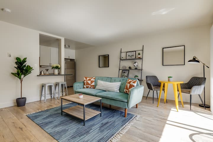 Modern Los Angeles • King 1BR• Beach•Parks•Hiking