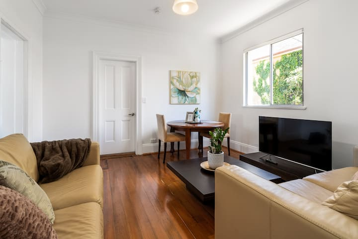 Executive Apartment in Beautiful Victorian Manor