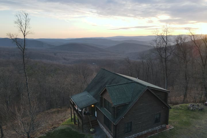 Modern Mountaintop Cabin with Stunning Views