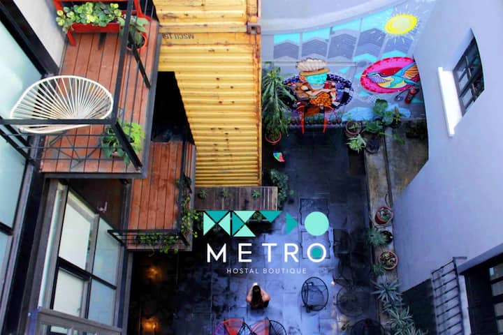Metro Boutique Hostel - Private Room Shared Bath