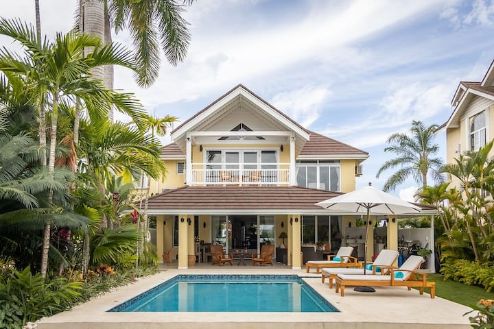 Amara fully staffed 3BR Waterfront Villa
