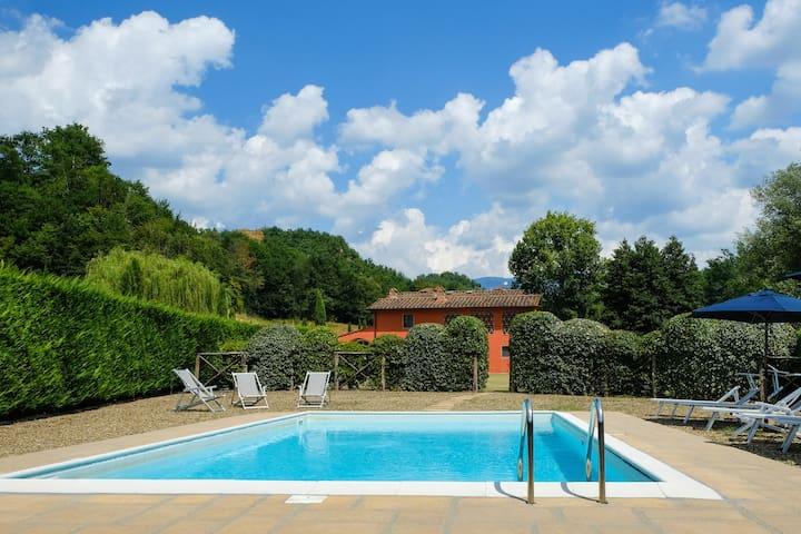 Villa Casa Rossa in a scenic place. 16 people