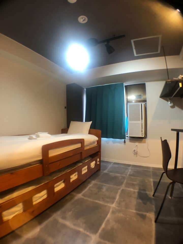 1min from Station/Newly renovated/Free Wifi/305