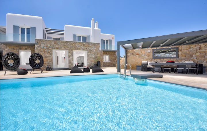 Tohu Villa 3, 6BR heated jacuzzi and Private pool!