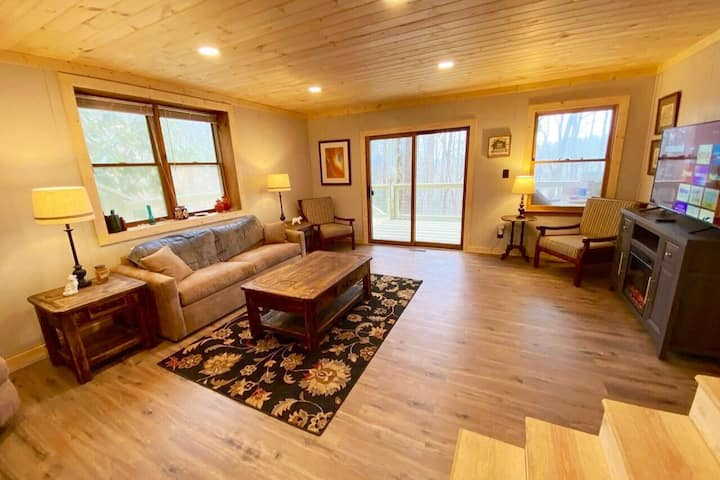 NEW! Mountain Resort Cabin, Sleeps 8+ Must see!