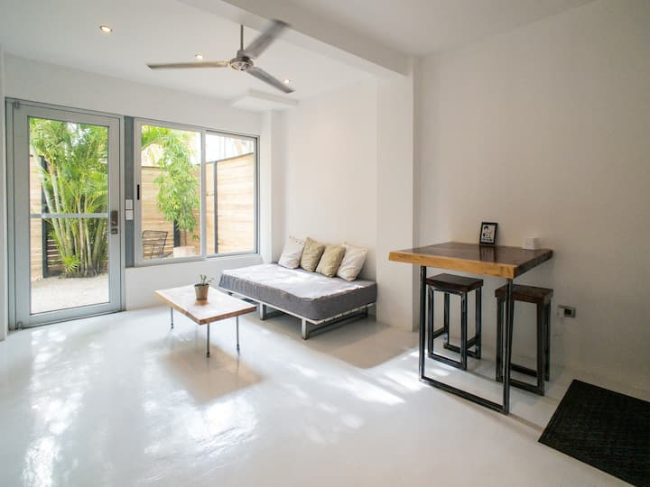 SALT 4 - Modern 1 bedroom apt with private garden
