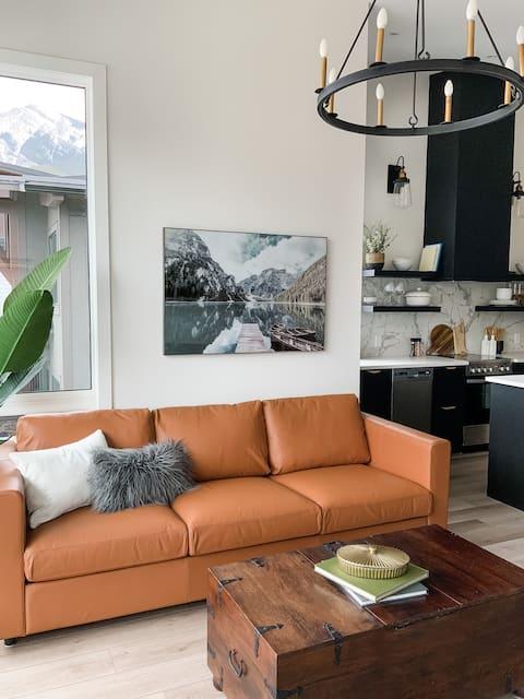 Modern Mountain Getaway-1 King Bed, Mountain Views
