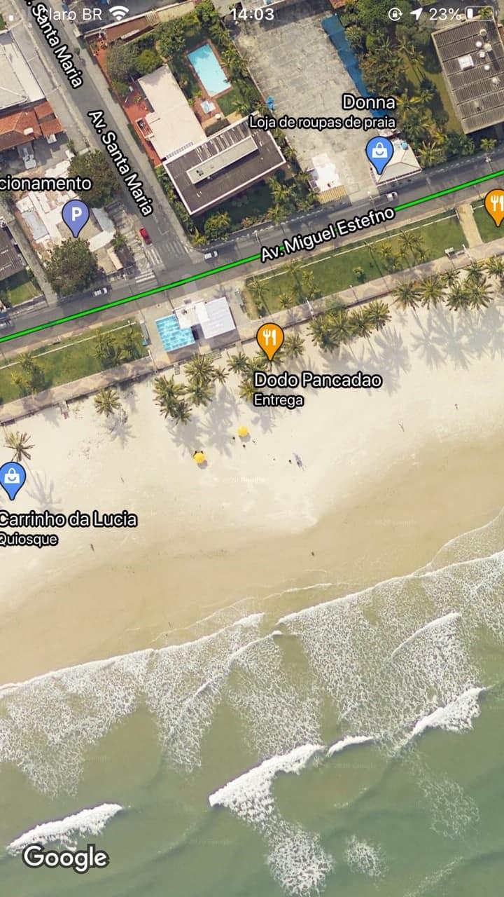 Casa dois quartos uma quadra da praia da Enseada