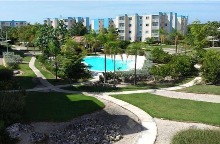 8 Wonderful Pools (Free Wifi and Cleaned)
