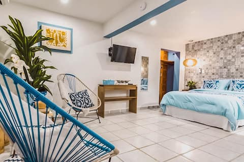 Private & Excellent Location - 5 blocks from Beach