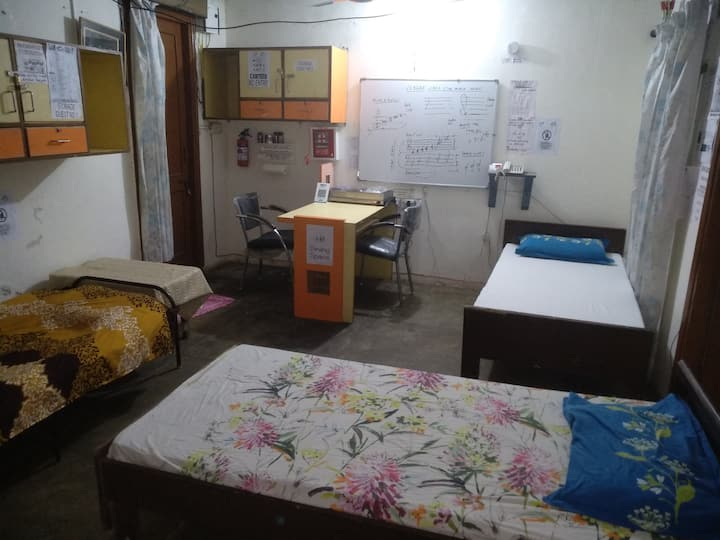 R1B2-Bed in Std. Dorm./Shared Room/bath-Male Only