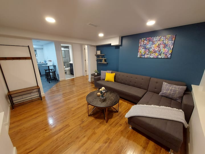 Eclectic Private New Apartment  Westerleigh, S.I.