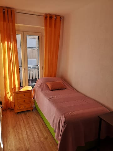 Bedroom 3, Single bed and a small balcony. Enjoy your sunny breakfast on the balcony of this cosy room