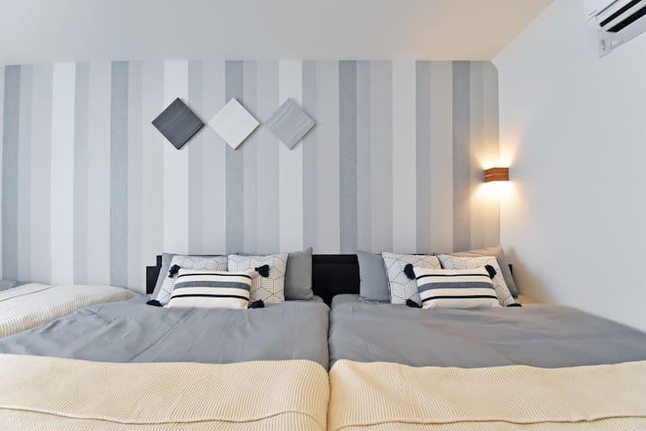 クラッシックな雰囲気のベッドルーム♪ おくつろぎいただけます。