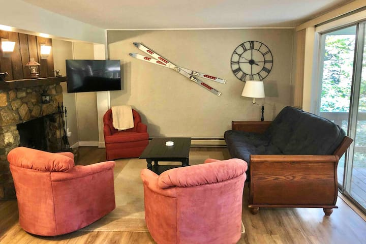Creekside Condo Walking Distance to the Ski Lifts