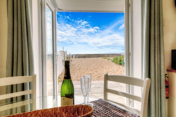 Sea views & beach front, modern 1bed apt w/sofabed
