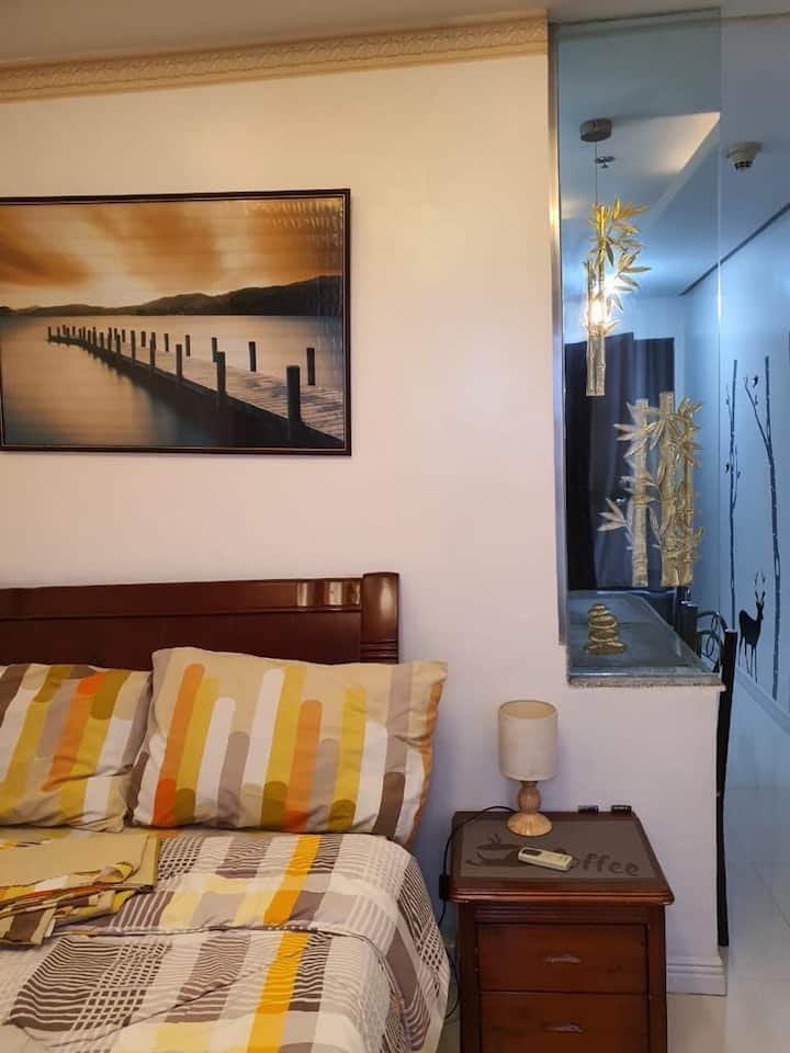 Bright & Stylish unit in Malate @ 900 Pesos / day
