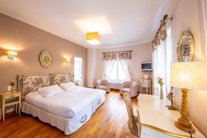 Superior room near Toulouse