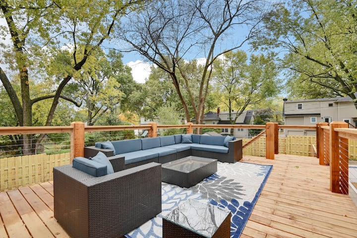 ✯Luxury Home✯Best Deck in KC✯Gated Driveway✯