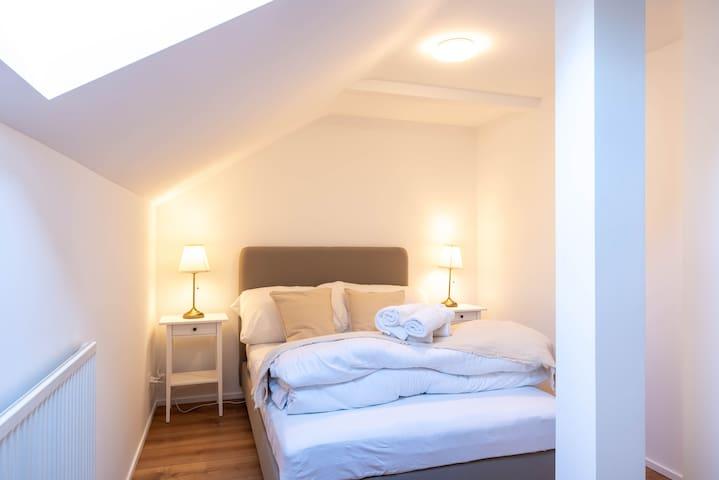 ★2.5 light rustic and white attic-room apartment★★