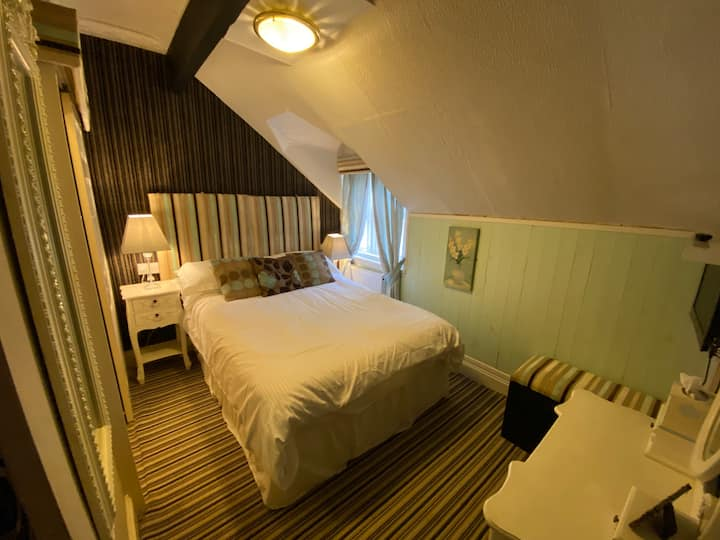 DeLovely Double Room with En-Suite