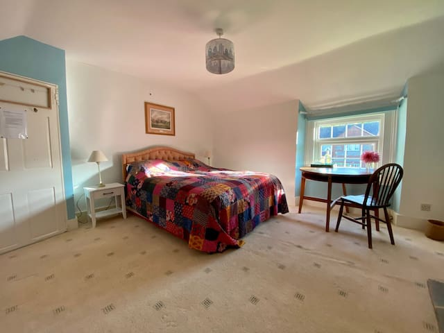 Cottage bedroom in pretty Piddletrenthide
