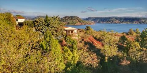 "Studio ""Tilo"" in a property facing Salagou Lake"