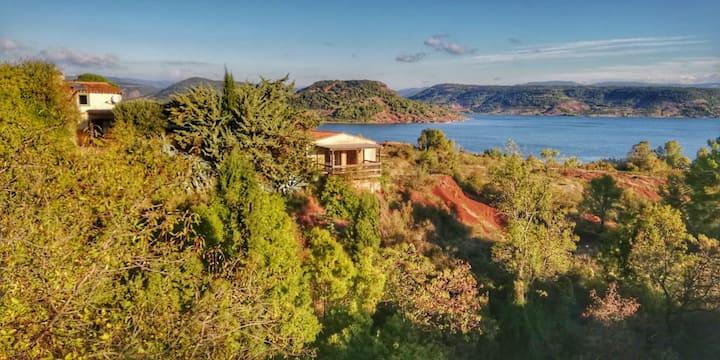 """Gîte """"Tilo"""" dans propriété face au Lac du Salagou"""