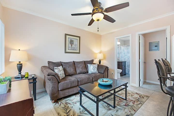 PB Apartment Right by the Beach with Parking!!