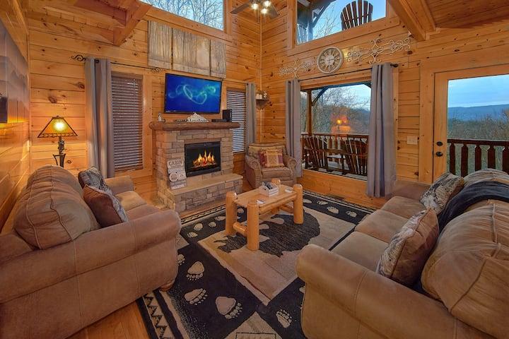 Luxury Cabin w/Views! Hot Tub, Fireplace, Arcade!