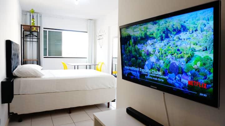 Apartamento prático com ótima localização central.