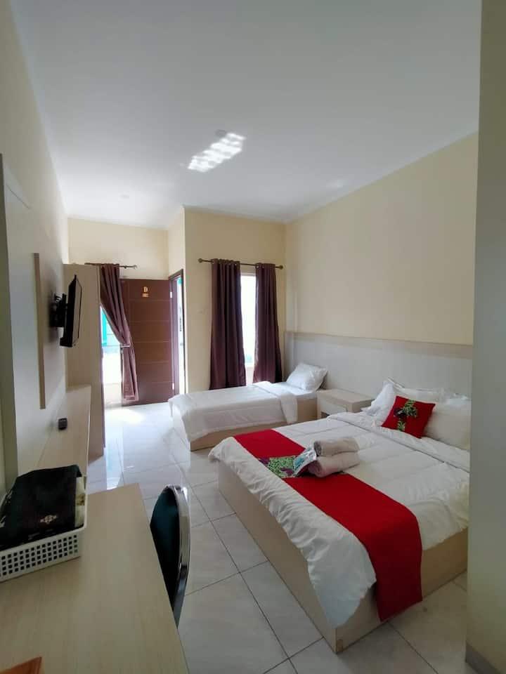 Nice Family Room at Maulana Hills Syariah Hotel