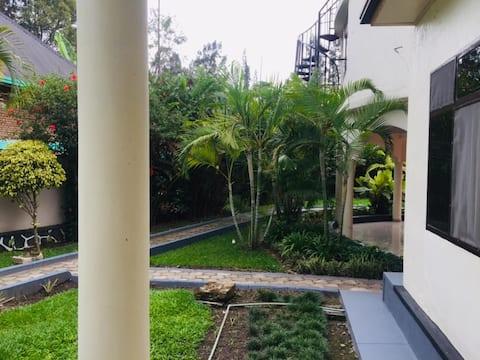 belle maison entière avec jardin