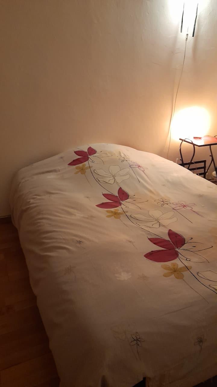 Chambre personnelle dans residence calme