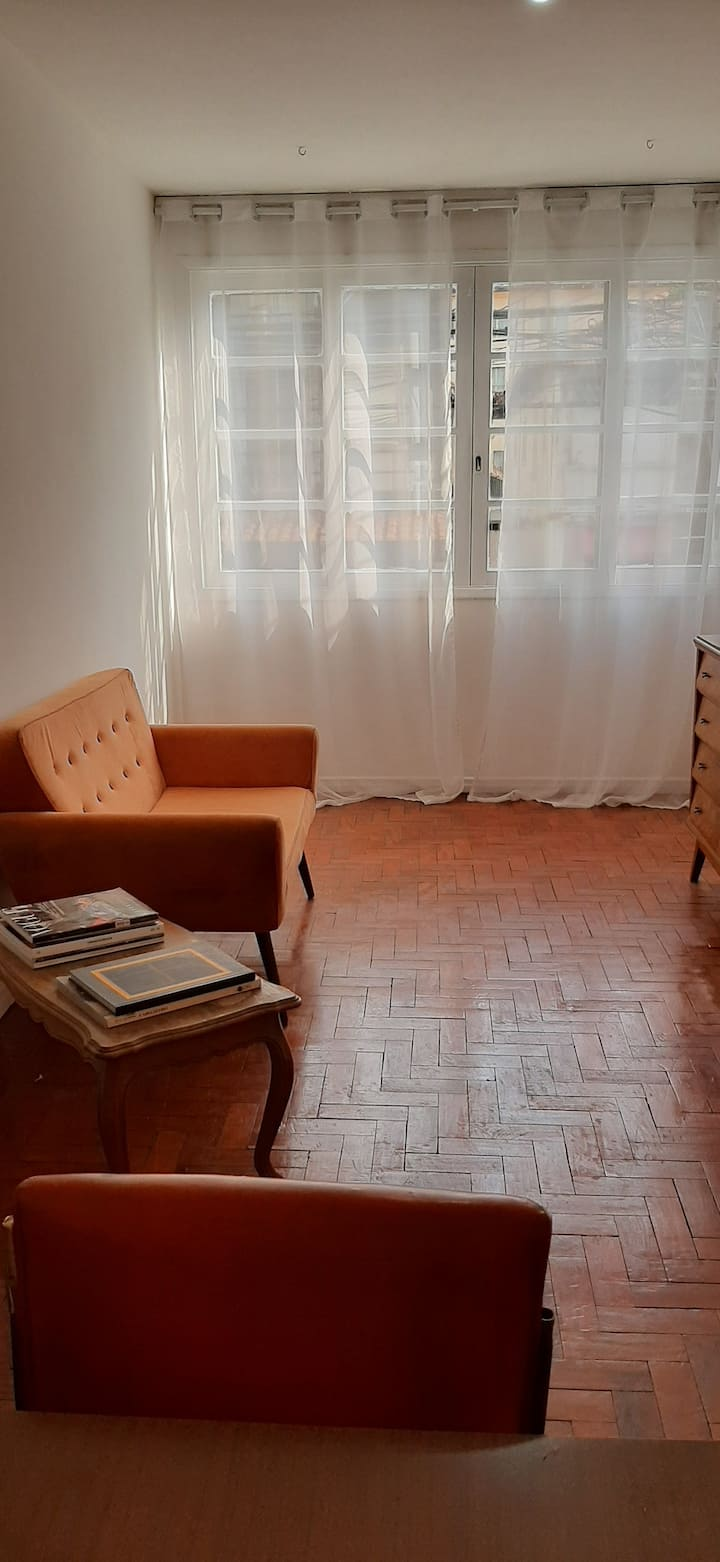 Central apartment close to Paulista Avenue.
