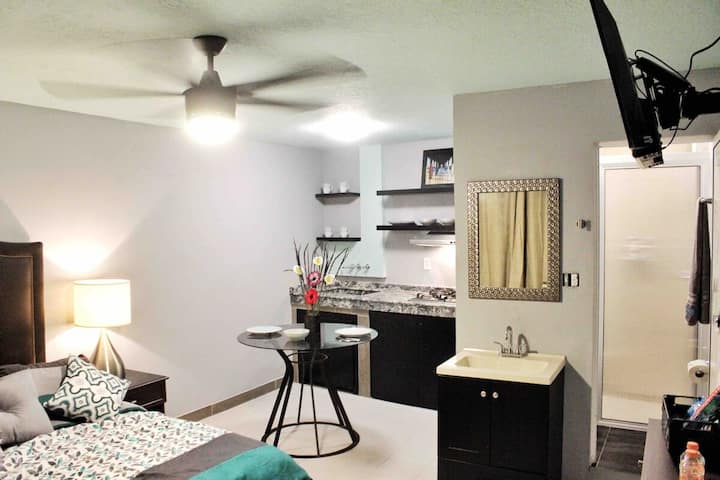 Private & 5 Blocks to Beach - Excellent Location !