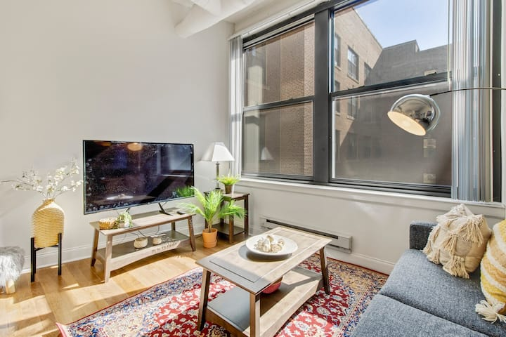 Bright, Airy 2BR+Parking+Wifi+Gym l The BROAD APT