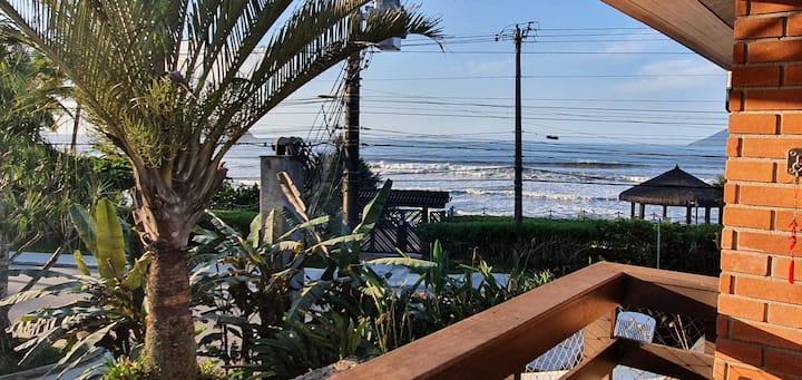 Residência frente ao mar - Condomínio pé na areia